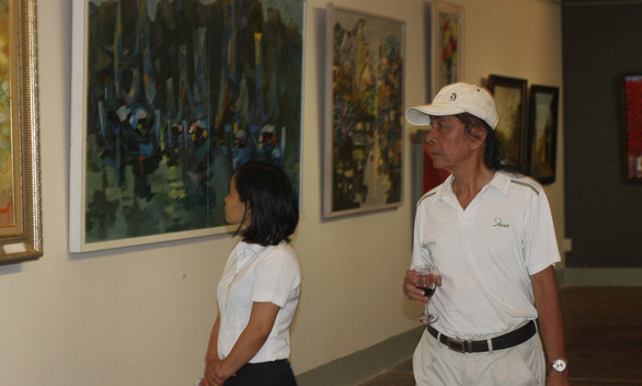 Xuân đáo bách hoa khai trên tranh của 10 họa sĩ Hà Nội - Ảnh 4.