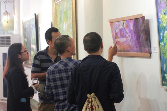 Xuân đáo bách hoa khai trên tranh của 10 họa sĩ Hà Nội - Ảnh 6.