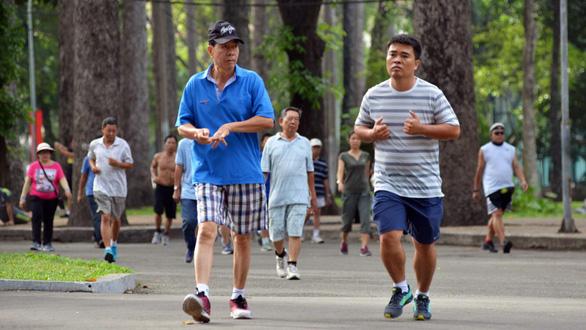 Mỗi ngày đi bộ 15 phút, mỗi năm thế giới có thêm 100 tỉ đô - Ảnh 1.