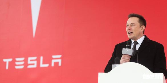 Giao xe hơi điện không kịp, cổ phiếu Tesla của tỉ phú Elon Musk giảm mạnh - Ảnh 1.