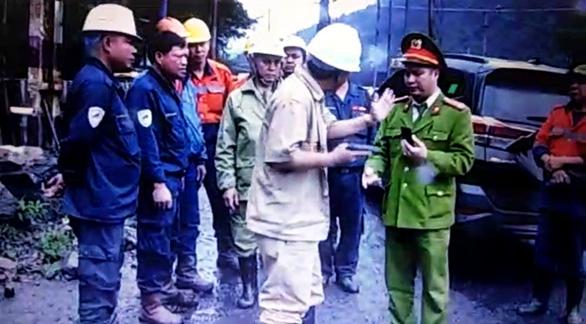 Hai công ty than xung đột, dàn trận, rút súng trước mặt công an - Ảnh 1.