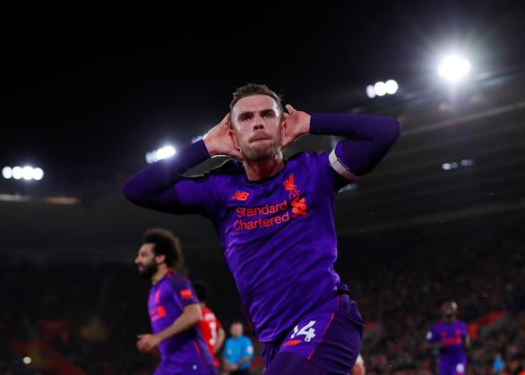 Ngược dòng hạ Southampton, Liverpool chiếm lại đỉnh bảng - Ảnh 1.