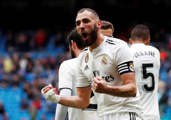 Benzema lập cú đúp giúp Real Madrid thoát chết trước Eibar - Ảnh 1.