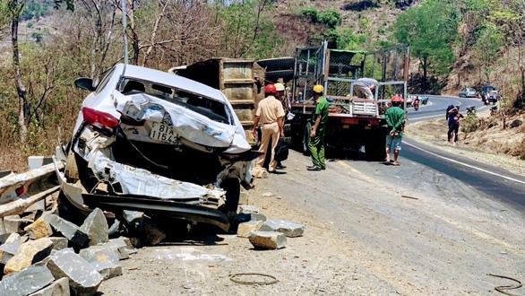 Tai nạn liên hoàn trên đèo Chư Sê, 3 người bị thương nặng - Ảnh 1.
