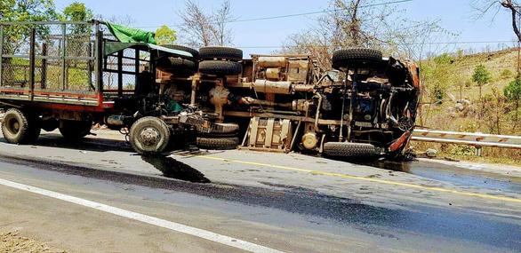 Tai nạn liên hoàn trên đèo Chư Sê, 3 người bị thương nặng - Ảnh 3.