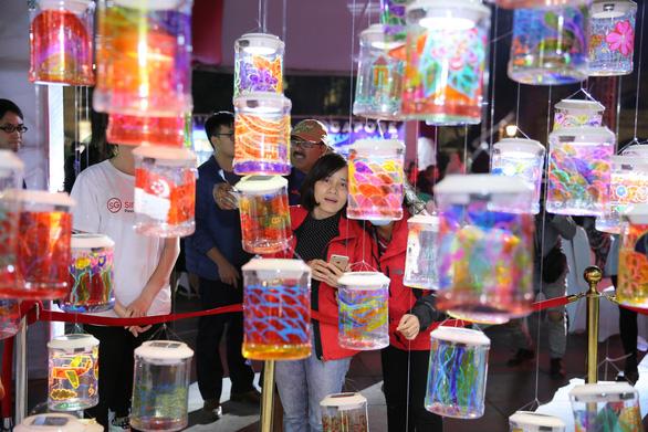 Lễ hội Singapore đầu tiên tại Việt Nam thu hút hàng ngàn người dân phía Bắc - Ảnh 2.