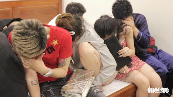 17 nam nữ tuổi đôi mươi phê ma túy trong đêm ở nhà nghỉ - Ảnh 1.