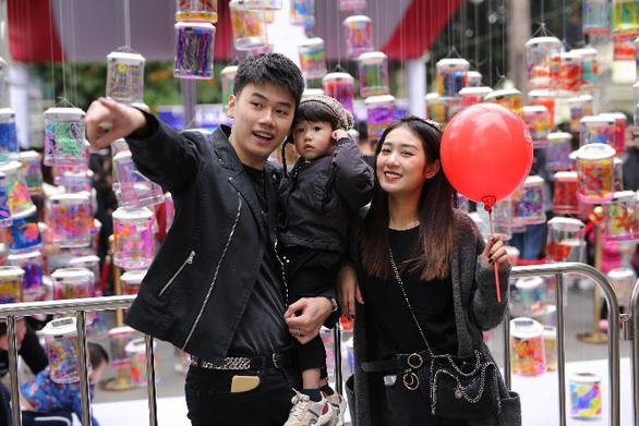 Lễ hội Singapore đầu tiên tại Việt Nam thu hút hàng ngàn người dân phía Bắc - Ảnh 1.