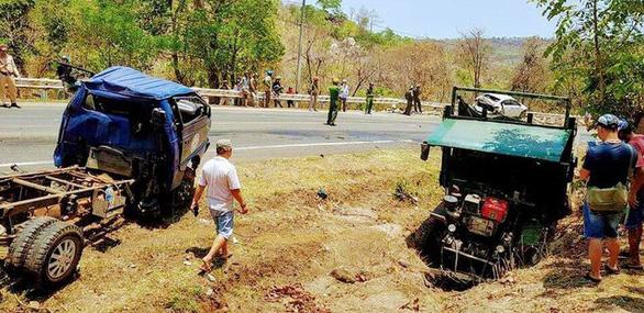 Tai nạn liên hoàn trên đèo Chư Sê, 3 người bị thương nặng - Ảnh 2.