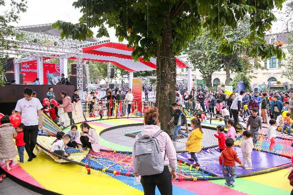 Lễ hội Singapore đầu tiên tại Việt Nam thu hút hàng ngàn người dân phía Bắc - Ảnh 5.