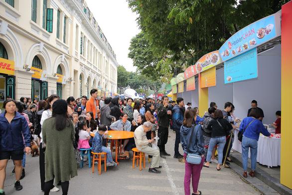 Lễ hội Singapore đầu tiên tại Việt Nam thu hút hàng ngàn người dân phía Bắc - Ảnh 7.