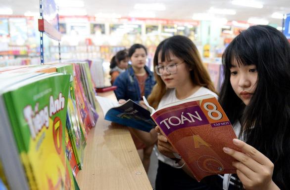 Nhiều người nhầm sách giáo khoa với chương trình? - Ảnh 1.