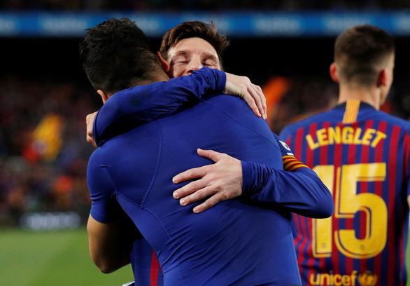 Song sát Messi - Suarez giúp Barca vất vả đánh bại 10 cầu thủ Atletico Madrid - Ảnh 1.