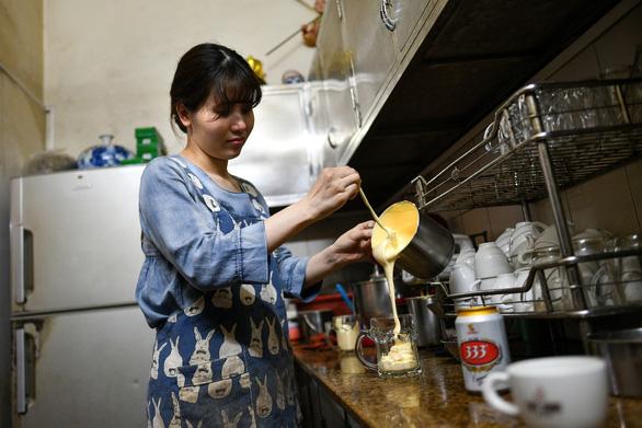 Sau cà phê trứng, thực khách tiếp tục ngạc nhiên với món 'bia trứng' - Ảnh 4.