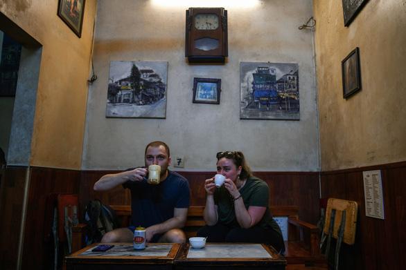 Sau cà phê trứng, thực khách tiếp tục ngạc nhiên với món 'bia trứng' - Ảnh 7.