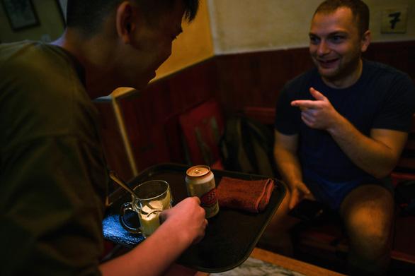 Sau cà phê trứng, thực khách tiếp tục ngạc nhiên với món 'bia trứng' - Ảnh 6.