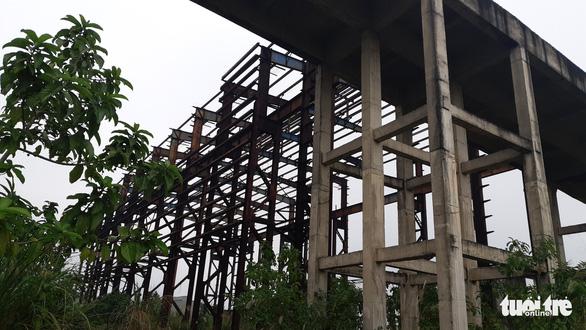 Nhà máy thép 1.000 tỉ đấu giá 100 tỉ phơi nắng mưa như vườn hoang - Ảnh 2.