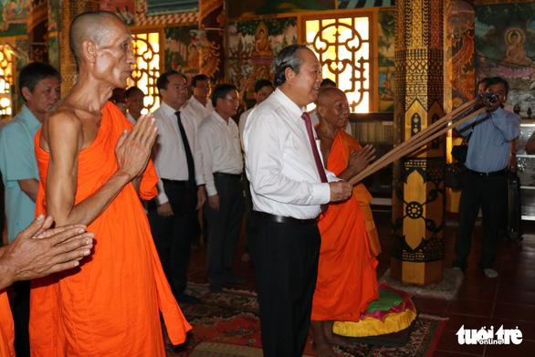 Phó thủ tướng Trương Hoà Bình chúc Tết Chôl Chnăm Thmây - Ảnh 1.
