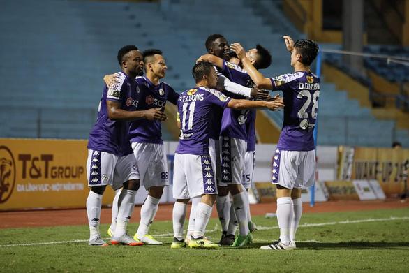 Sân Hàng Đẫy: Thủng lưới 4 lần, Sông Lam Nghệ An thua tan nát - Ảnh 1.