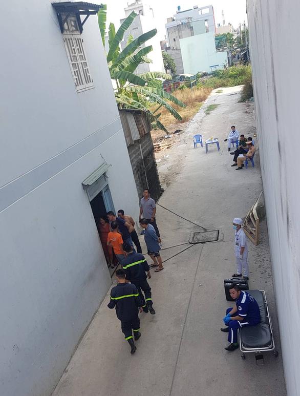 Giải cứu tài xế container kẹt trong cabin sau khi lao vào nhà dân - Ảnh 4.