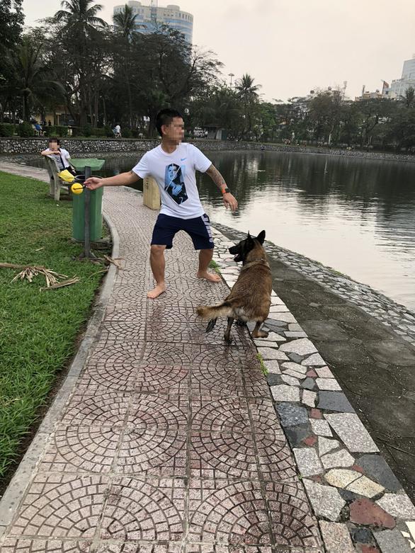 Huấn luyện chó dữ ở… công viên, người đi dạo phát khiếp - Ảnh 2.