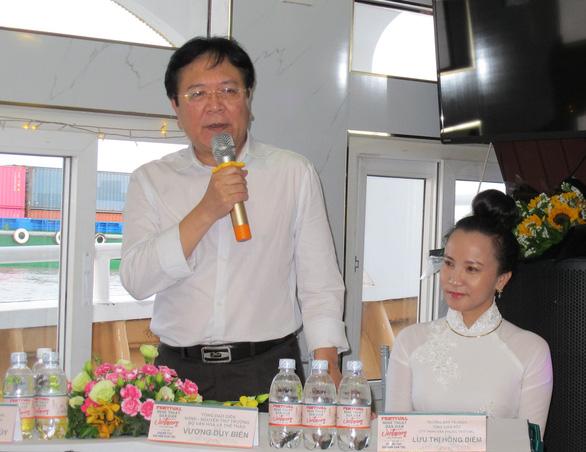 Trình diễn nghệ thuật dân gian ba miền trên phố đi bộ Nguyễn Huệ - Ảnh 1.