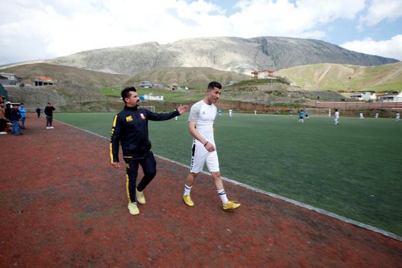 Cầu thủ Iraq gây 'sốt' vì giống… Ronaldo - Ảnh 4.