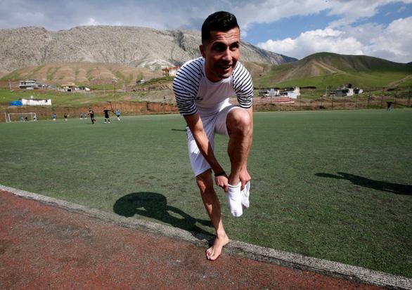 Cầu thủ Iraq gây 'sốt' vì giống… Ronaldo - Ảnh 2.