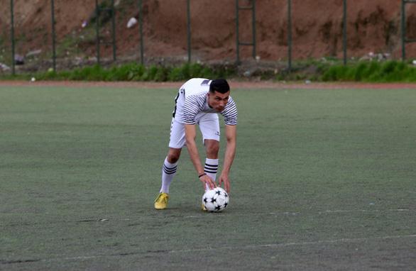 Cầu thủ Iraq gây 'sốt' vì giống… Ronaldo - Ảnh 3.