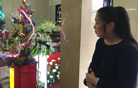 Gia đình Anh Vũ nghẹn ngào làm lễ tang ở chùa Ấn Quang - Ảnh 3.