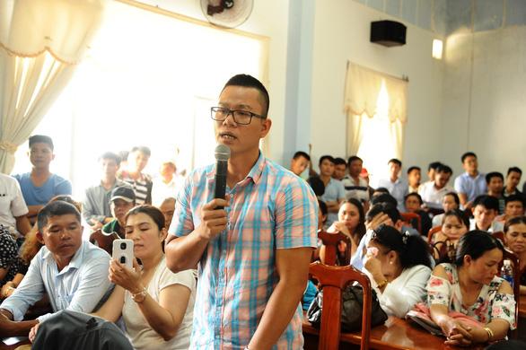Chủ tịch tỉnh Quảng Nam dừng họp để tiếp dân vụ mua đất không được cấp sổ đỏ - Ảnh 1.
