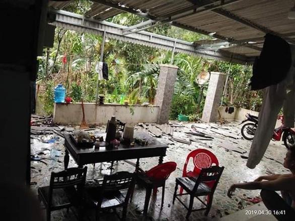 Mưa vàng kèm lốc xoáy tốc mái 80 nhà dân Hà Tĩnh - Ảnh 1.