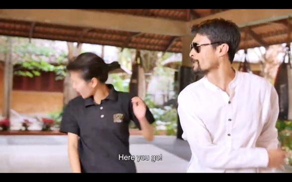 Video Johnny Trí Nguyễn hướng dẫn các bạn nữ tự vệ khi bị sàm sỡ - Ảnh 1.
