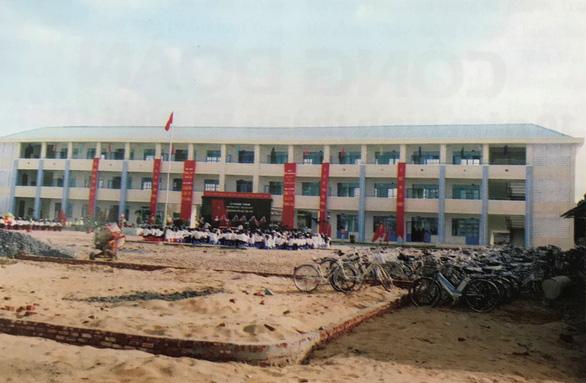 Ngôi trường dựng lên sau thảm họa bão Chanchu - Ảnh 1.