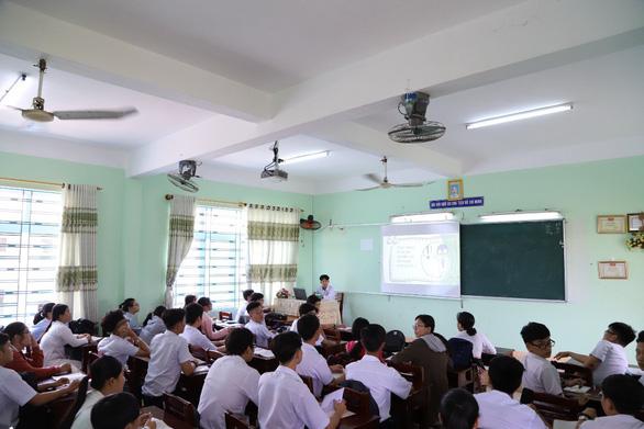 Ngôi trường dựng lên sau thảm họa bão Chanchu - Ảnh 2.