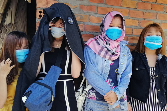 Giải cứu 4 cô gái khỏi quán cà phê kích dục - Ảnh 1.