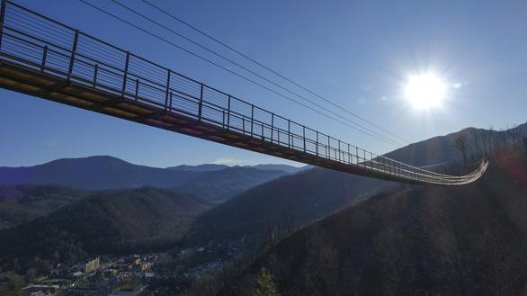 Cầu treo cho người đi bộ dài nhất nước Mỹ đón khách trong tháng 5 - Ảnh 1.