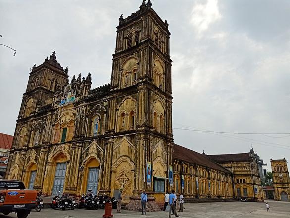 Hơn 20 kiến trúc sư, nhà bảo tồn gửi đơn xin 'cứu xét nhà thờ Bùi Chu - Ảnh 1.