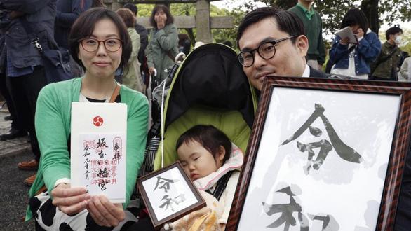 1.500 người Nhật xếp hình chữ Lệnh Hòa mừng vương triều mới - Ảnh 3.