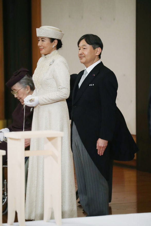 Nhật bước vào vương triều mới với lời chúc phúc ổn định và giàu có  - Ảnh 4.