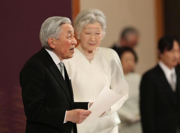 Nhật bước vào vương triều mới với lời chúc phúc ổn định và giàu có  - Ảnh 3.