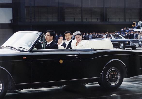 Tân Nhật hoàng Naruhito từng chờ đợi 6 năm để lấy được người mình yêu - Ảnh 3.