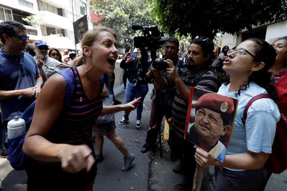 Venezuela cáo buộc Mỹ đứng sau âm mưu đảo chính - Ảnh 1.