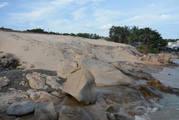 Khởi tố vụ xâm lấn bãi đá 7 màu ở Bình Thuận - Ảnh 1.