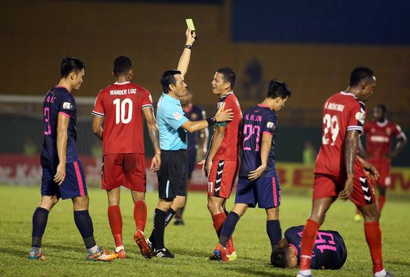 HLV trưởng Bình Dương không dám xem 5 phút cuối trận đấu với Sài Gòn - Ảnh 2.