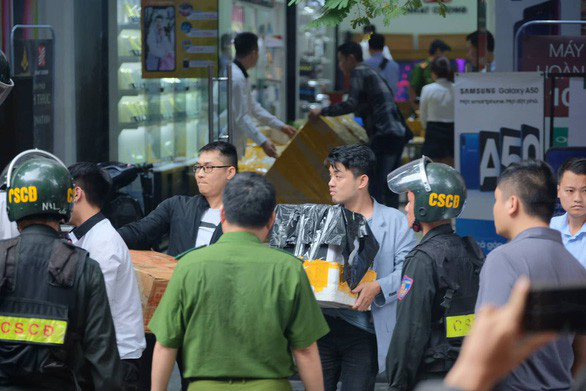 Công ty Nhật Cường tổ chức bộ máy tinh vi, buôn lậu 255.000 thiết bị di động - Ảnh 1.