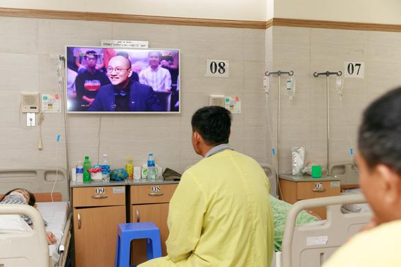 Samsung mang niềm vui đến giường bệnh cho người già - Ảnh 4.