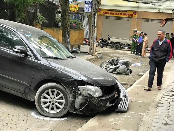 Nữ tài xế Camry lùi xe bất cẩn tông chết người đi xe máy - Ảnh 2.
