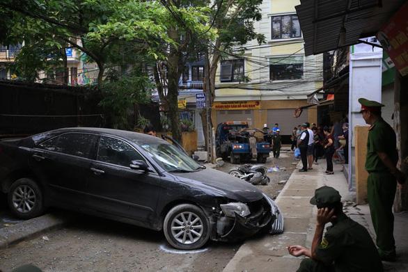 Nữ tài xế Camry lùi xe bất cẩn tông chết người đi xe máy - Ảnh 1.