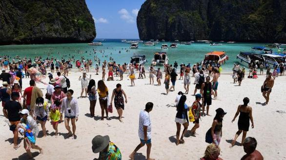 Thái Lan đóng cửa vịnh Maya thêm 2 năm vì tổn hại do du lịch - Ảnh 2.